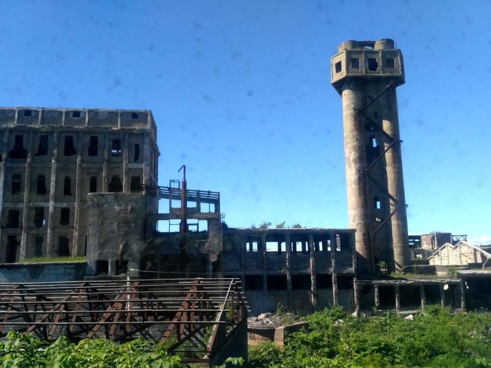 Развалины целлюлозно-бумажного комбината японской постройки