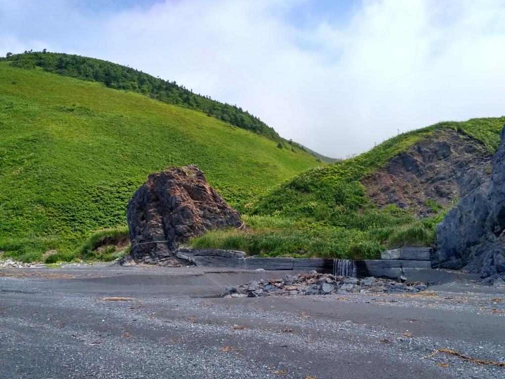 Бетонная стена. Остров Сахалин.
